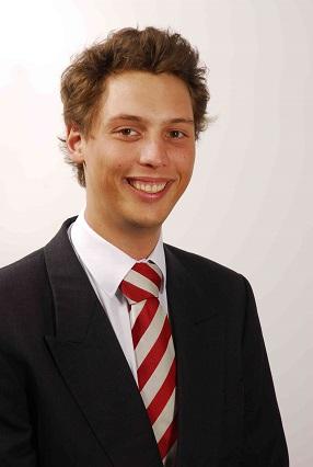 Dr-Geza-Marton-Zsoldos-esthetic-dentist