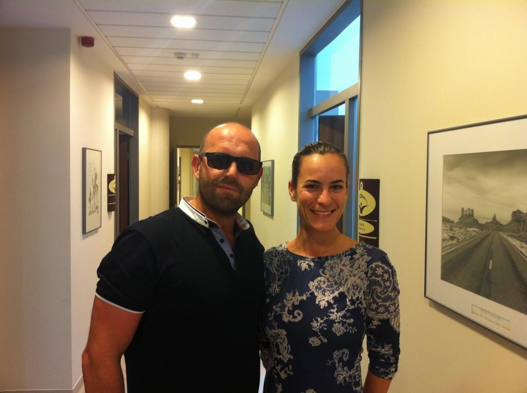 Des patients de tourisme dentaire dans le couloire de Top Dentiste Budapest