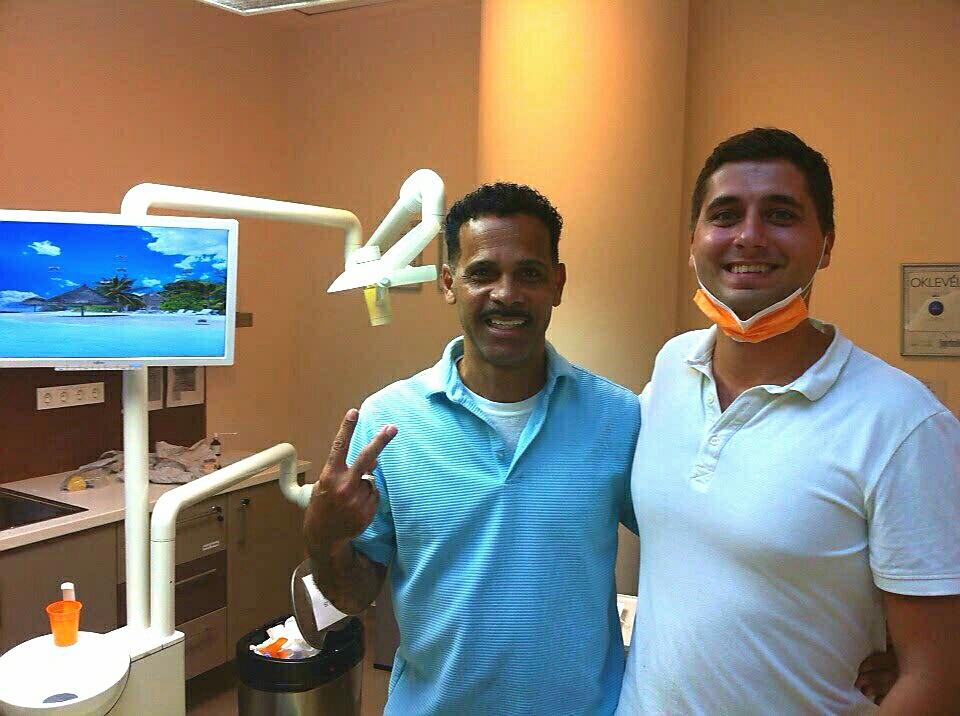 Un patient satisfait apres sa premiere visite á Top Dentiste Budapest