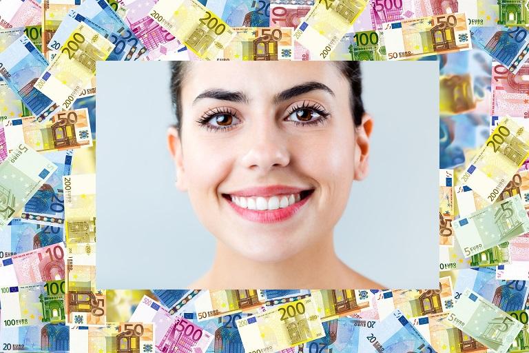 Photo d'une visage souriant entouré d'argent